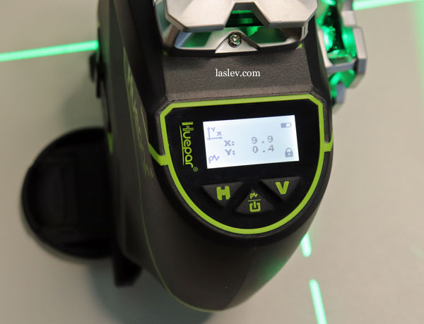 What does the screen at the Huepar S04CG laser level show?