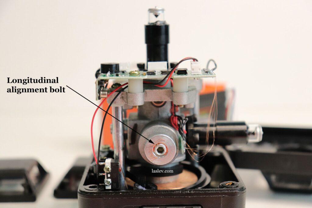 Longitudinal adjustment bolt of the pendulum.