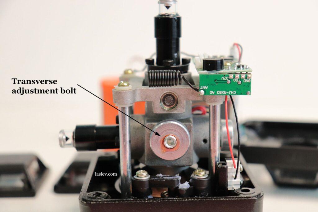 Transverse adjustment bolt of the pendulum.