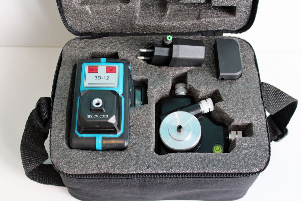The entire set of laser level HILDA 3D LS055 12 Lines is packed in a transport bag.