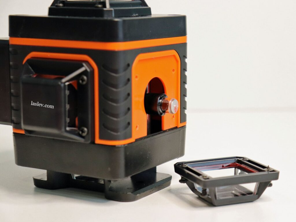 The laser module is installed in a cheap laser level with 4 planes of 360 degrees.