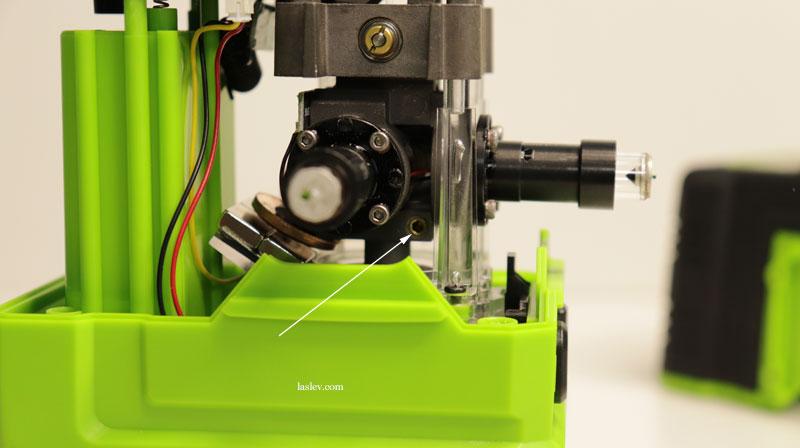 Transverse adjustment bolt for adjusting the compensator at the Zokoun IE16R 4D laser level.