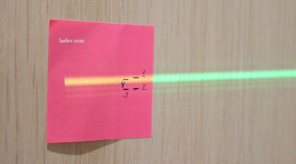 The difference in the marks when checking the accuracy of the DEKO DKLL12PB1 laser level.