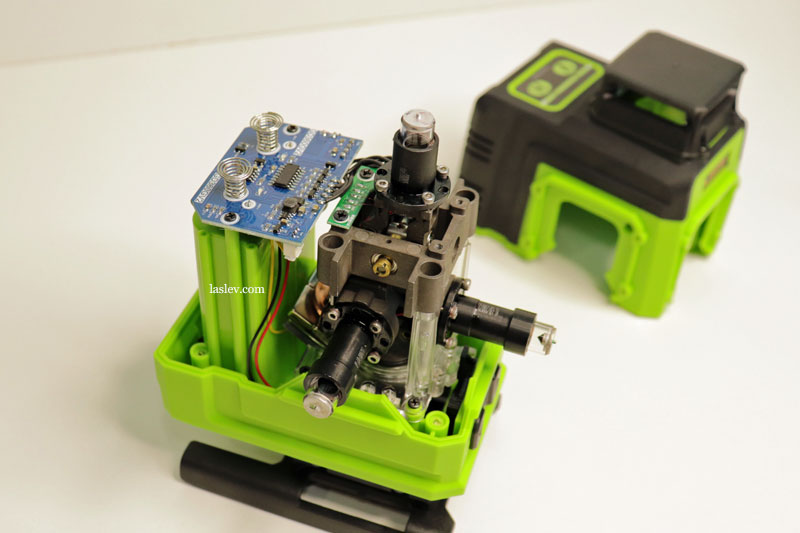 Fully disassembled Zokoun IE16R 4D 16 Lines laser level.
