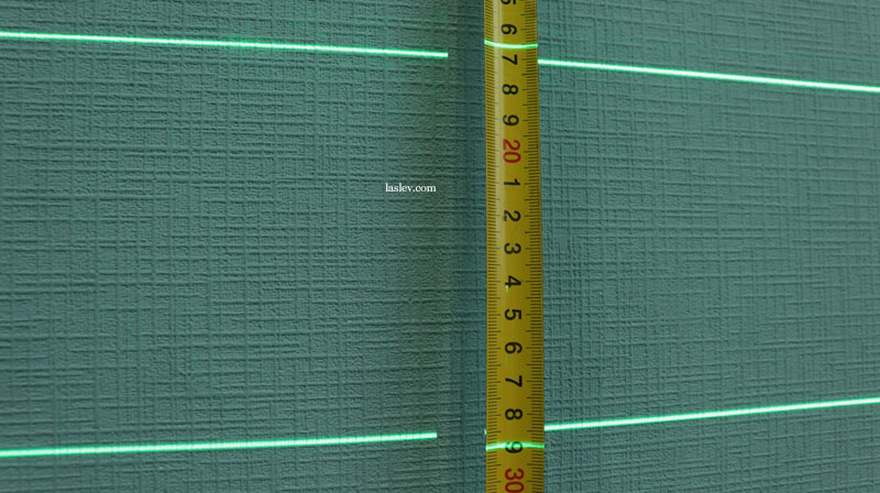 The thickness of the laser lines at the Zokoun IE16R laser level at a short distance.