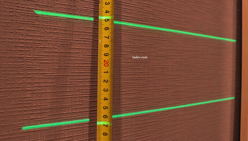 The thickness of the laser lines at the Zokoun IE16R laser level is 10 meters.