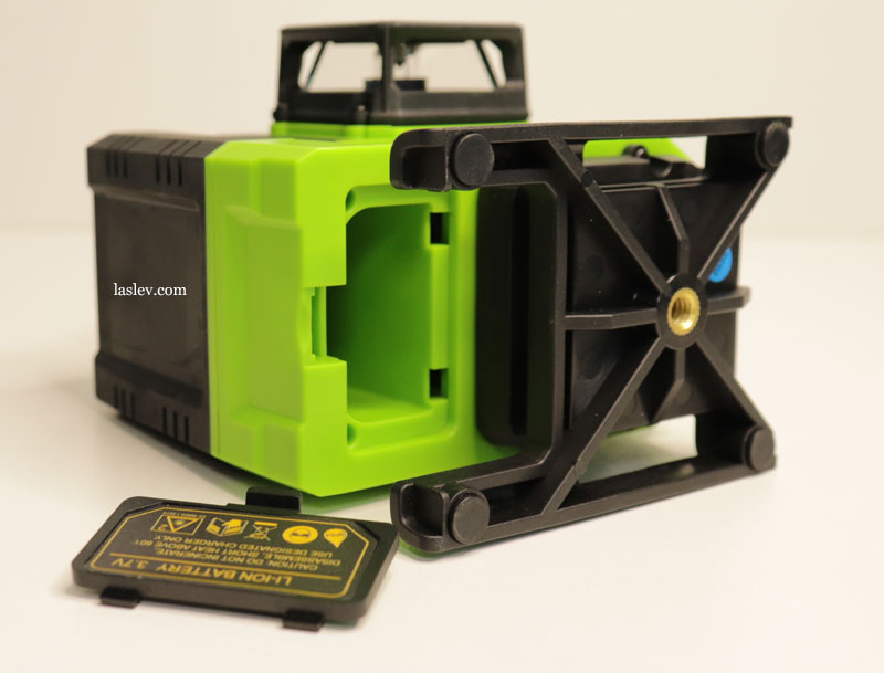 Open battery cover for the Zokoun IE16R 4D laser level.
