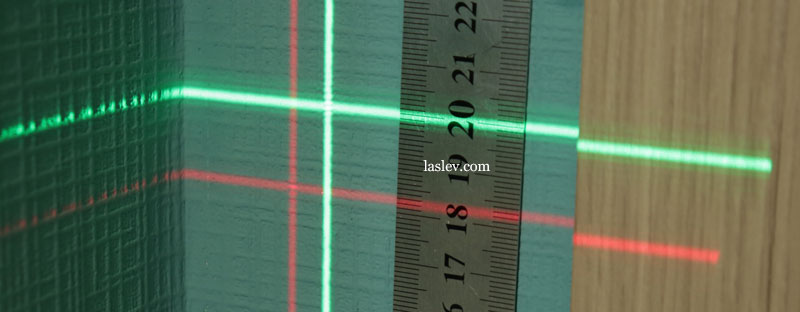The thickness of the laser lines at the Firecore F113XG and XR laser levels, with a green and red beam at 5 meters.